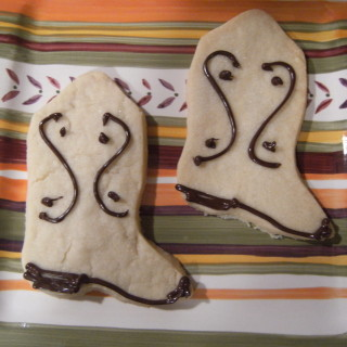 Adorable shortbread cookies that look like cowboy boots. Get the recipe to make them on comfortablydomestic.com