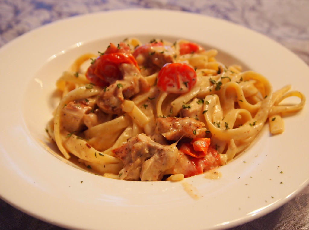 Cajun Chicken Fettucine Alfredo - Get the recipe on ComfortablyDomestic.com   Cajun-Chicken-Fettuccine-Alfredo is a perfect meal for date night. The spicy chicken and rich cream sauce makes eating a restaurant quality meal a reality.