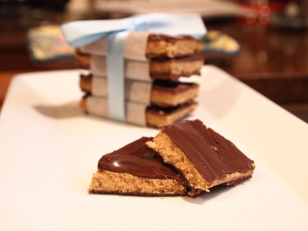 Dark Chocolate SunButter Candy Bars are a delicious, dead-ringer copy cat of a Reese's peanut butter cup, but it's allergy friendly and nut free! | ComfortablyDomestic.com