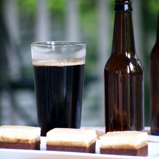 Black and tan brownies are the ultimate brownie treat for beer lovers! A layer of stout infused brownies are covered with blondies, and a thick cheesecake layer sits on top.