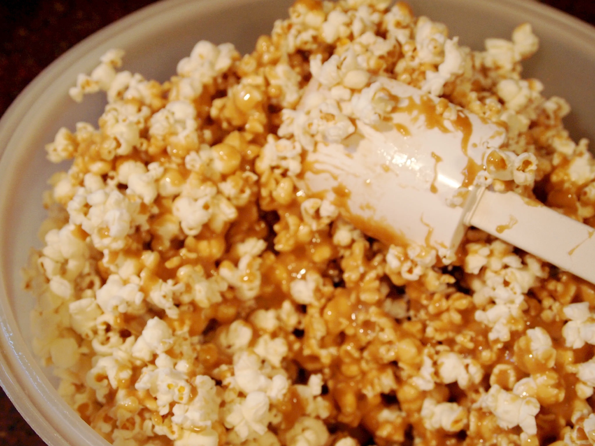 coating popcorn with caramel