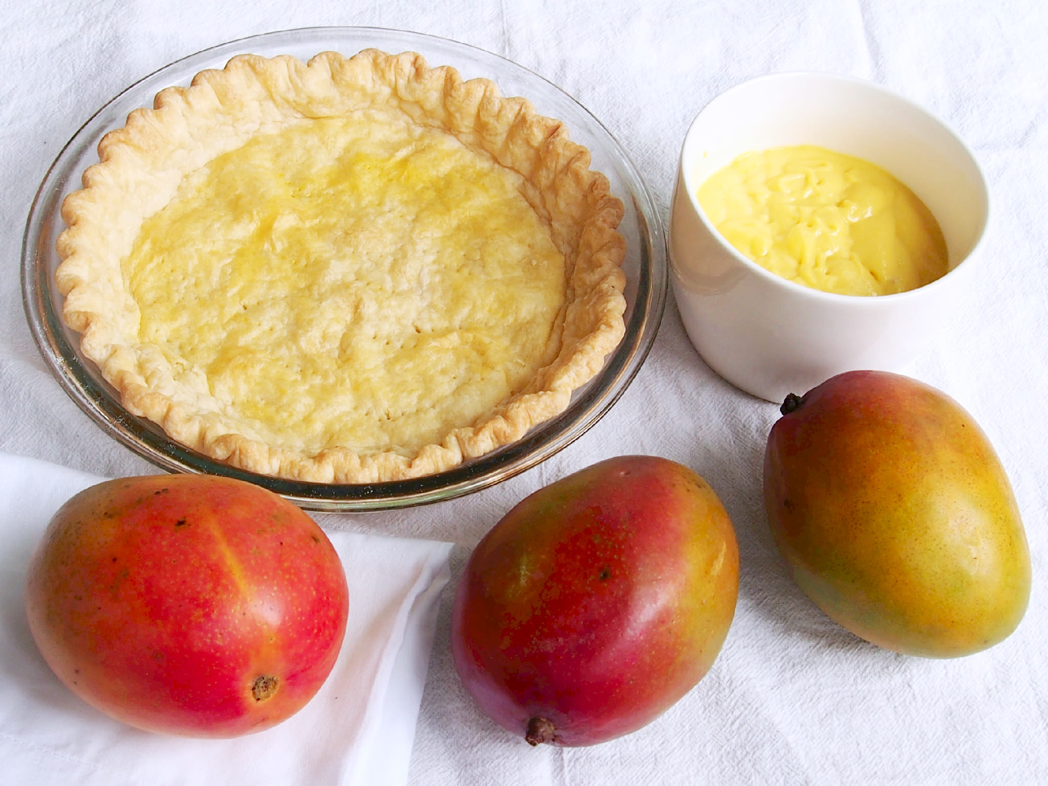 Ingredients to make mango cream pie