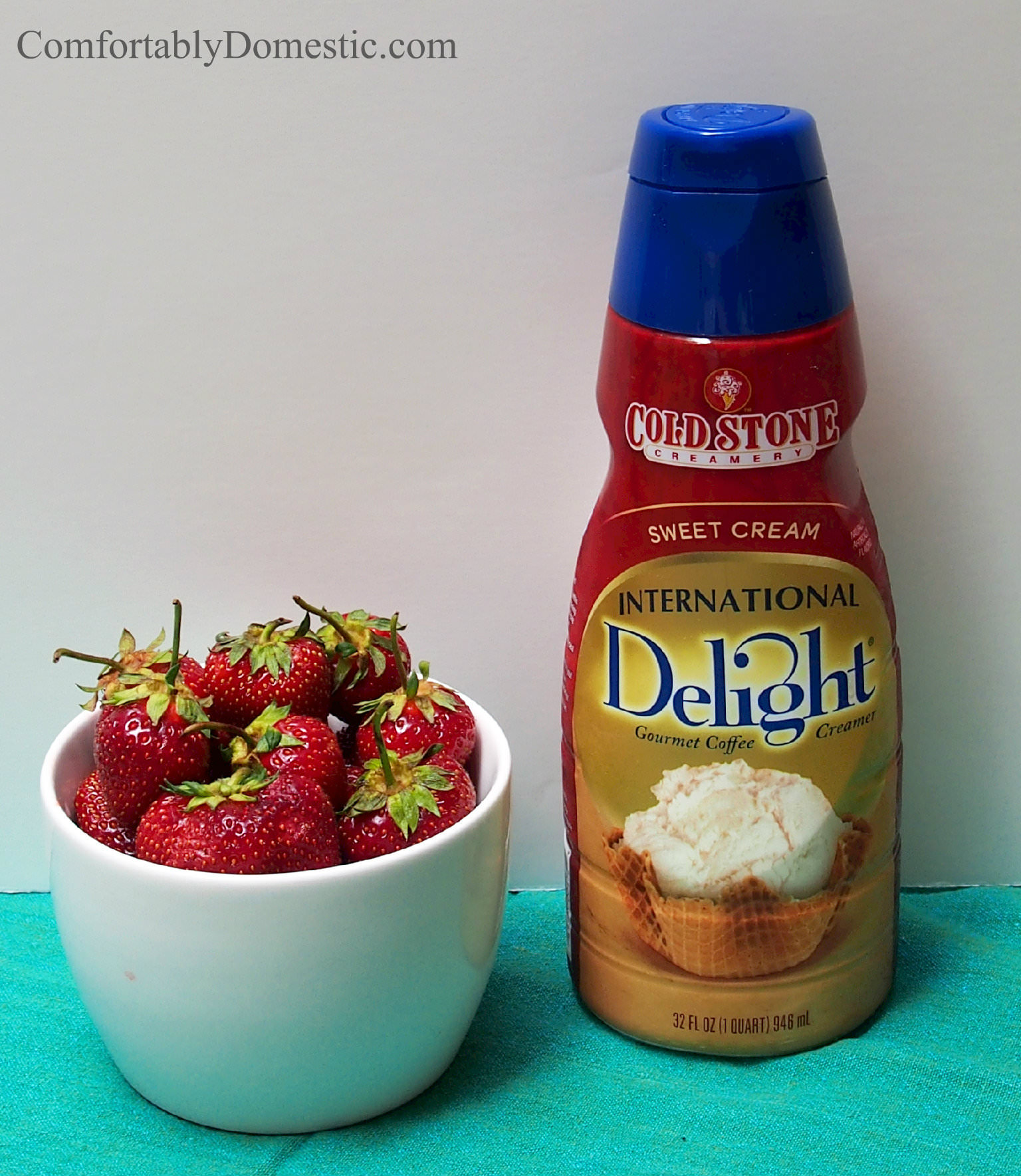 Strawberries and cream, in the form of frozen bars, makes for a tasty and refreshing summer time treat! Easy to make with the help of Cold Stone International Delights creamer!