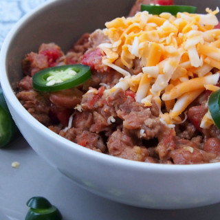 Hearty, stick to your ribs style chili recipe that's perfect alone, spooned over hot dogs, or as a meaty filling for nachos. | ComfortablyDomestic.com