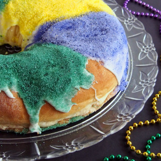 Mardi Gras King Cake with Cinnamon Cream Cheese Filling | ComfortablyDomestic.com
