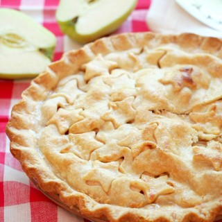 Homemade Classic Apple Pie Recipe | ComfortablyDomestic.com