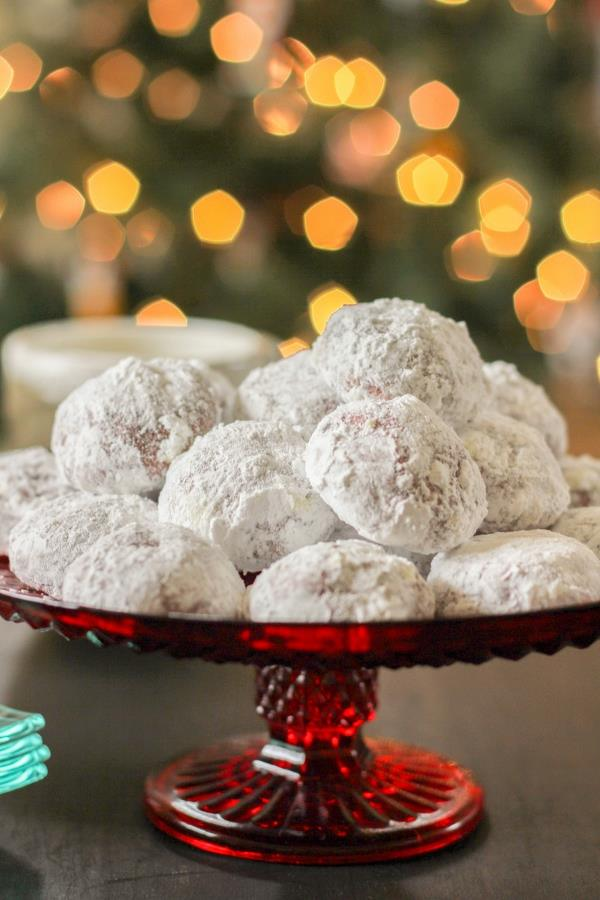 'tis the season for really great Christmas-Cookies! Join in the fun with some of the Dinner Diva's favorite holiday-cookie-recipes!